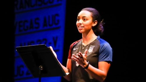 Stephanie Everett '1p performs at Northern Stage